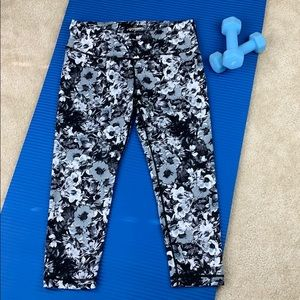 Pants - 90 Degree black and white floral capris Size Med